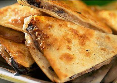 Tortilla med ost och bönor
