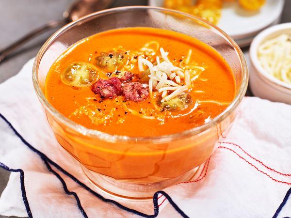Mild tomatsoppa med salsiccia