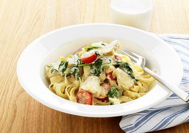 Pasta med saffran och tomat