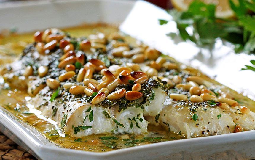 Vitlöksfisk med pinjenötter