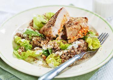 Fylld kycklingfilé med matvetesallad
