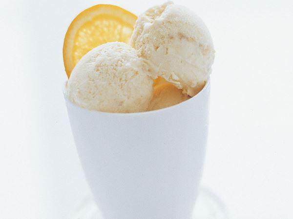 Yoghurtglass med apelsin och banan