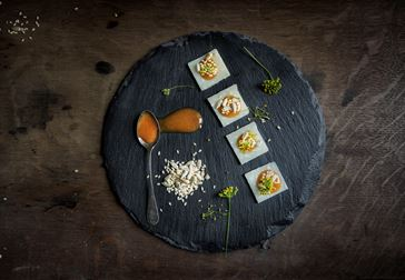 Parmesan med nypon och rostade frön