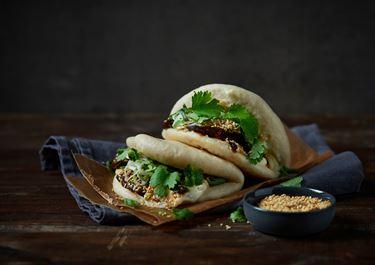 Steamed bao buns med chilistekt svamp