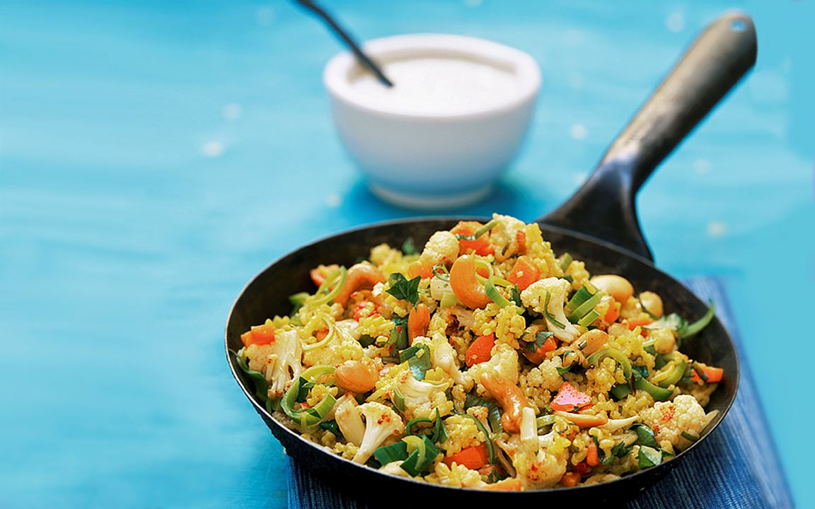 Harissa-ris med grönsaker och nötter