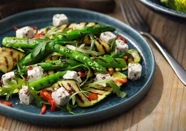Grillad sparris och zucchini med vitost