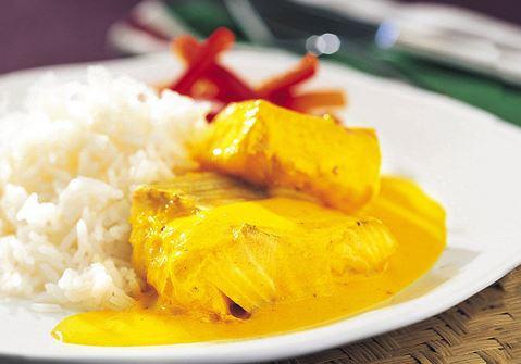 Fisk i saffran- och kokossås