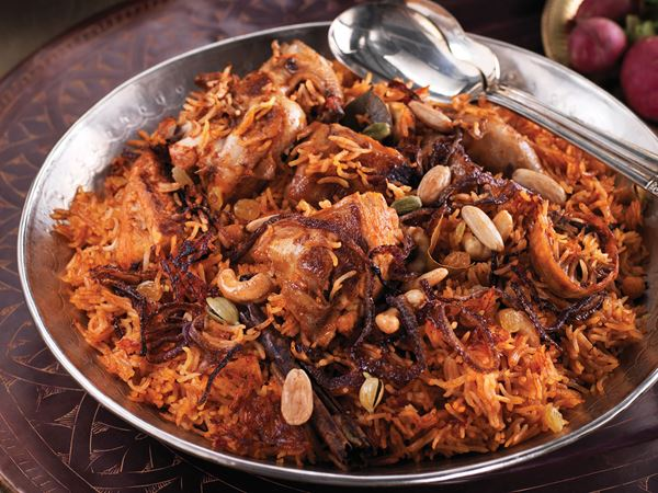 Kyckling machboos - kyckling med lime, kryddor och gula russin