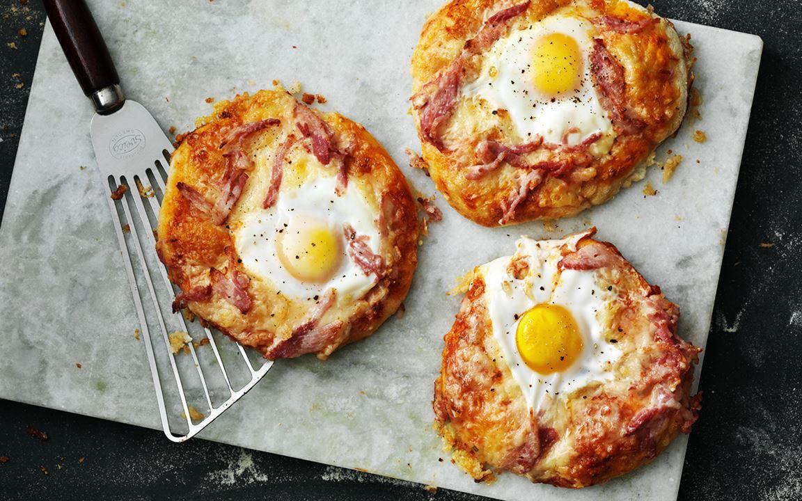 Pizza uova e pancetta