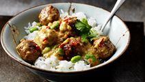 Kycklingbullar i curryjordnötssås