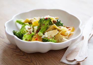 Italiensk broccolisallad med sardeller