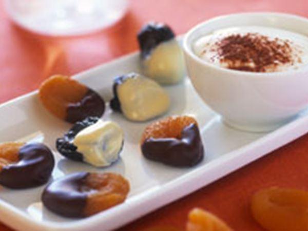 Chokladdragerad frukt med dipp