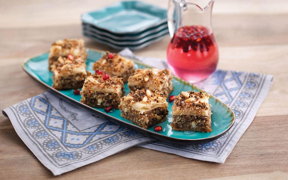Baklava med fikon, pinjenötter och granatäpplesirap