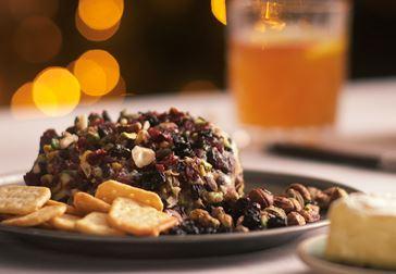 Ostboll med nötter och blåbär