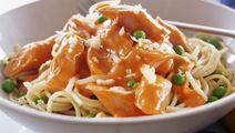 Spaghetti med korv i tomatsås