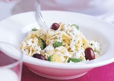 Pasta med avokado och oliver