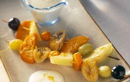 Varma fruktspett med frisk yoghurt