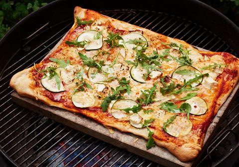 Grillad pizza med vitost och rucola