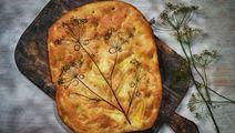 Ost- och potatisfocaccia med dillfrö