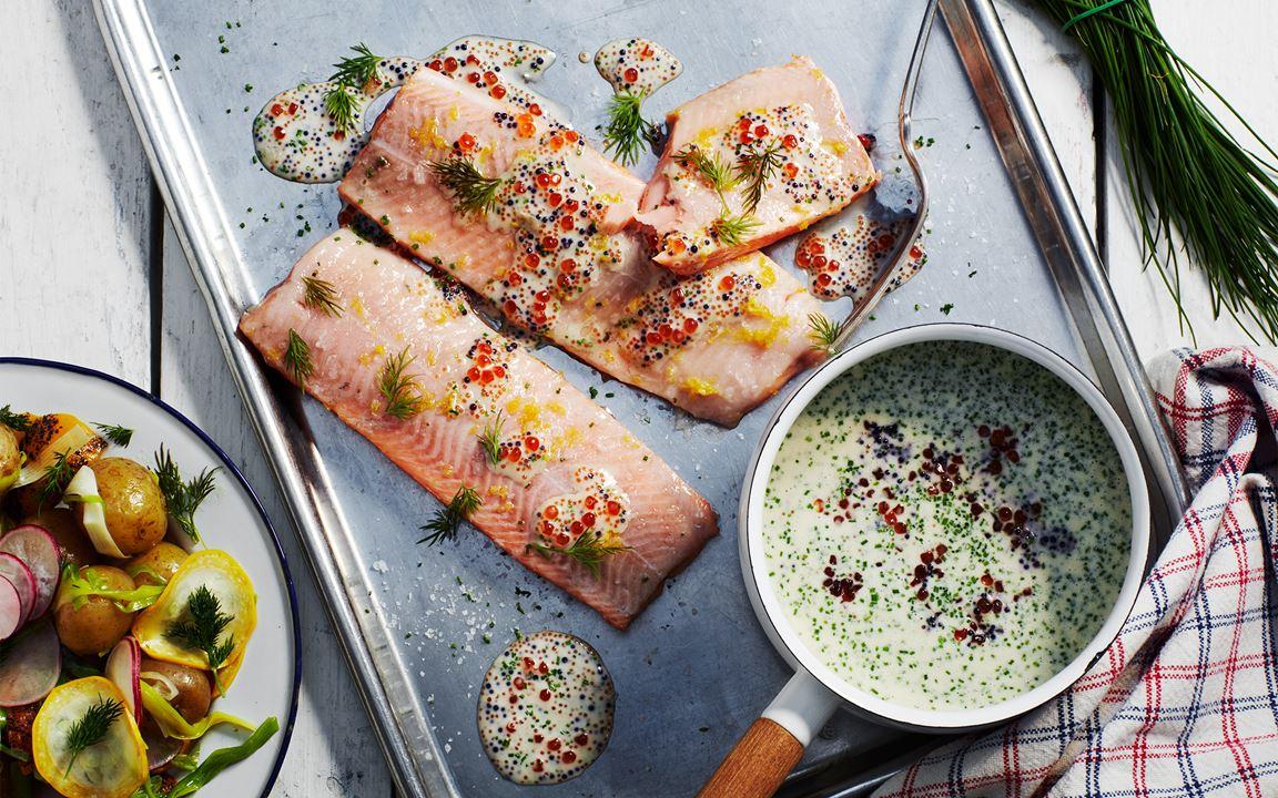 """Ugnsbakad röding med """"sauce au trois caviars"""" och glacerade grönsaker"""