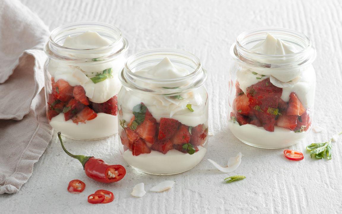 Jordgubbar med vit chokladkräm