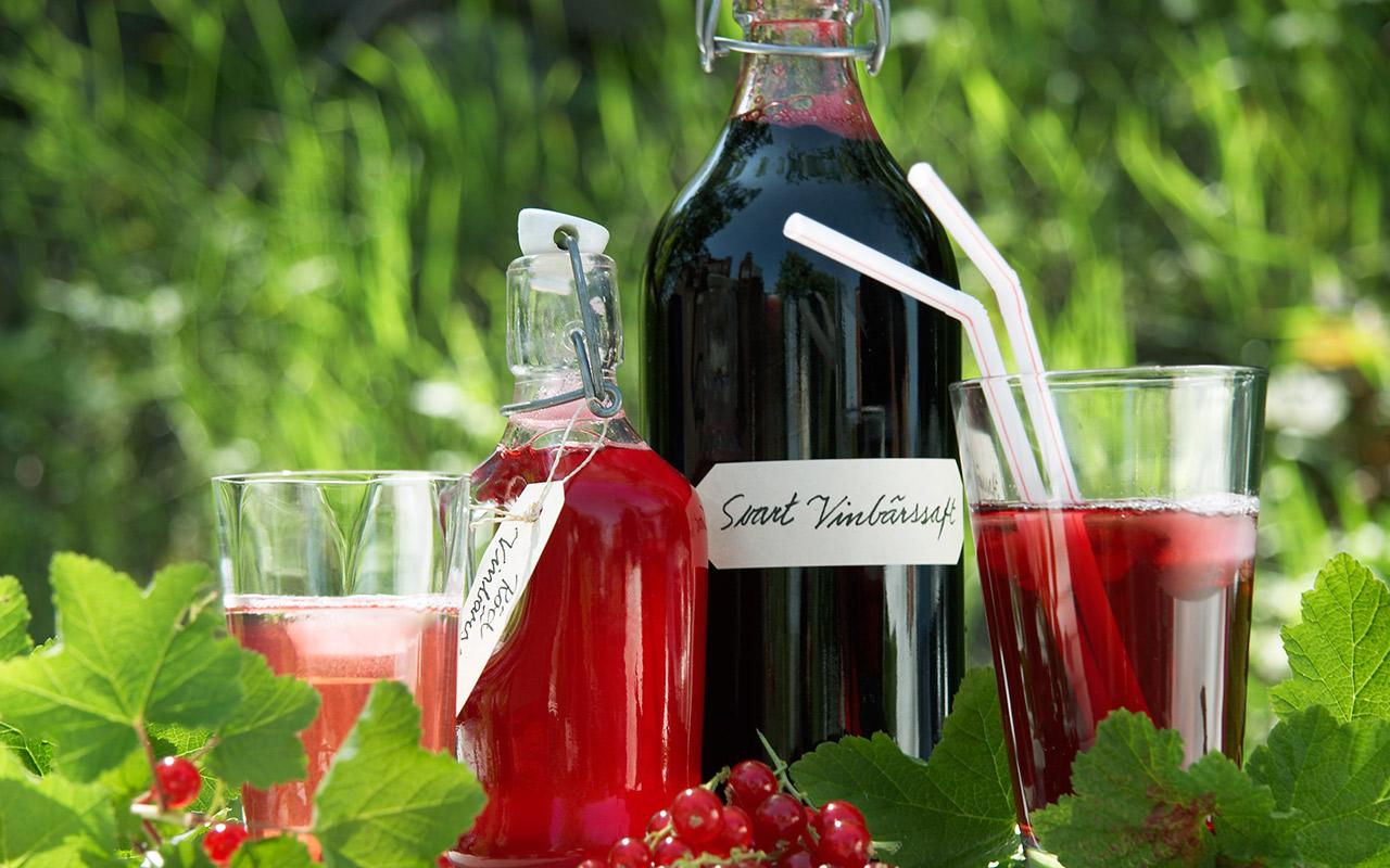 svart och röd vinbärssaft