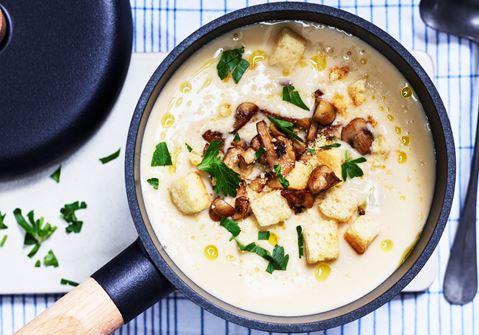 Potatis- och purjolökssoppa med vitlökschampinjoner