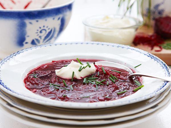 Kall rödbetssoppa med smetana