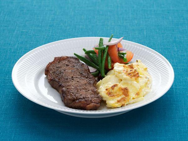 Stekt biff med potatisgratäng