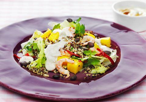 Sallad quinoa tricolore med mango och räkor