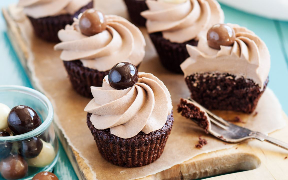 Chokladcupcakes med vispad nötpannacotta
