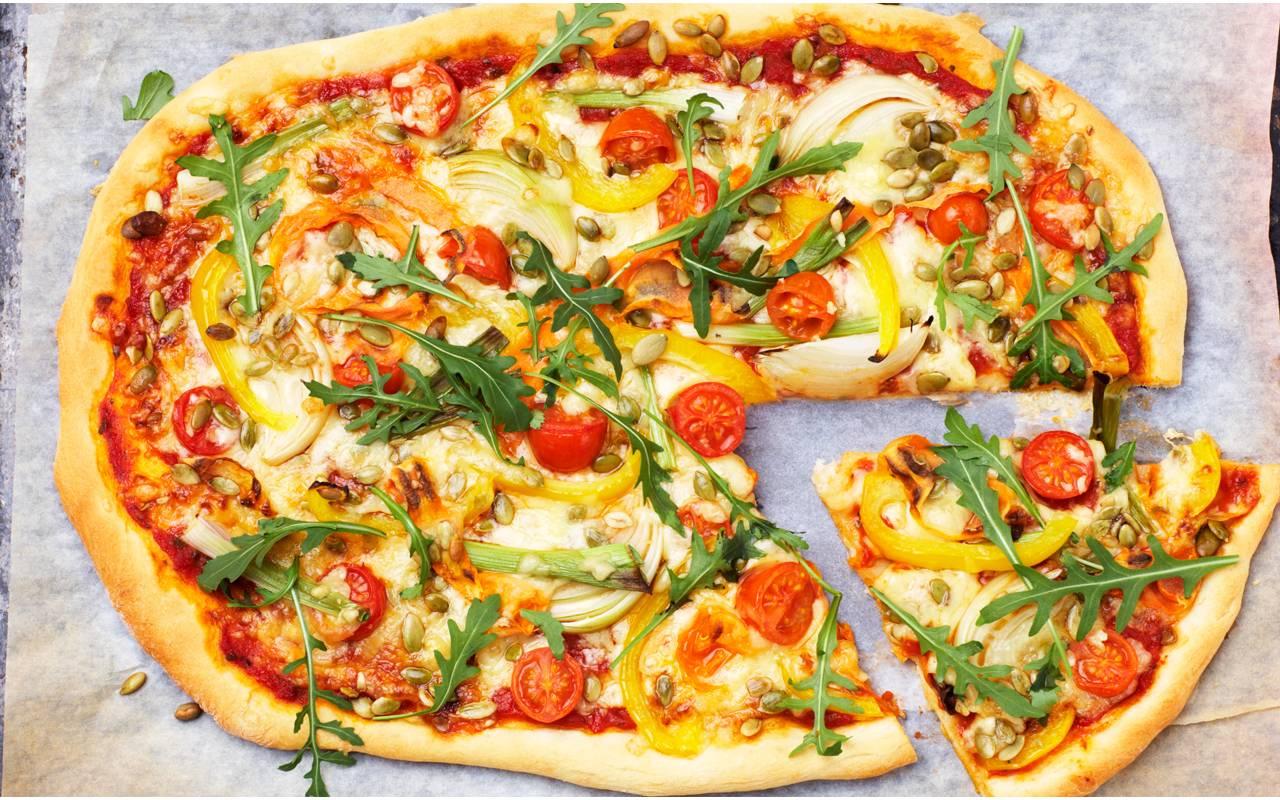 hemmagjord vegetarisk pizza