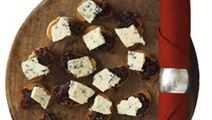 Gräddädel och rödlöksmarmelad på crostini
