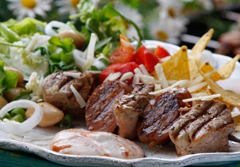 Grillspett med chorizo och salsayoghurt