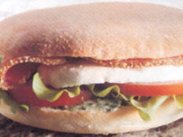 Mackor med salami och örtsmörsfyllning