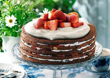 Enkel chokladtårta med bär