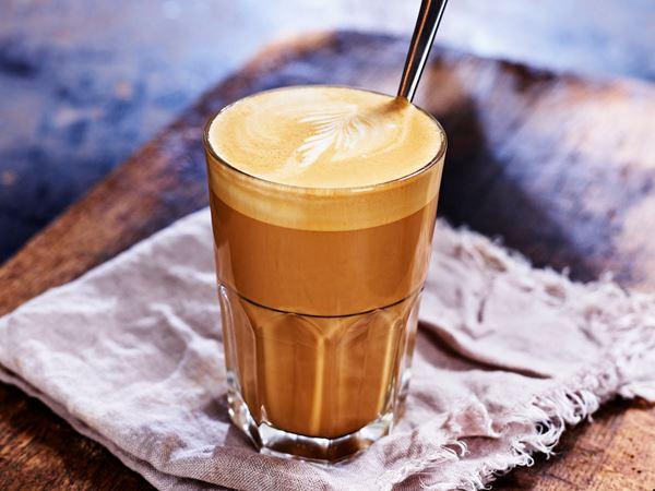 Caffe latte, ett glas