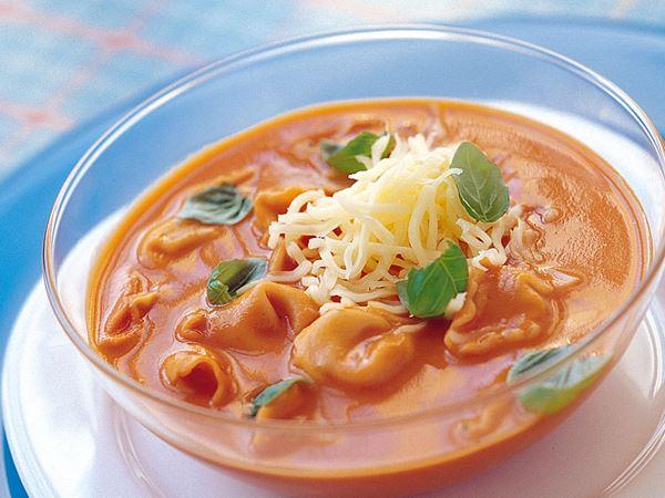 Tomat- och tortellinisoppa