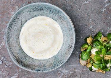 Vichyssoise och sallad med skogschampinjon, jordärtskocka och lökcrème
