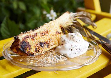 Grillad ananas med yoghurtglass