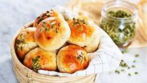 Bröd med cottage cheese och pumpafrön