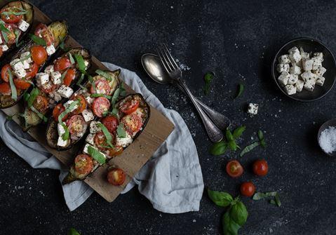 Aubergine med tomat och ost