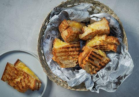 Grilled cheese sandwich med två ostar