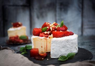Brillat Savarin med balsamicostekt vattenmelon och jordgubbssalsa