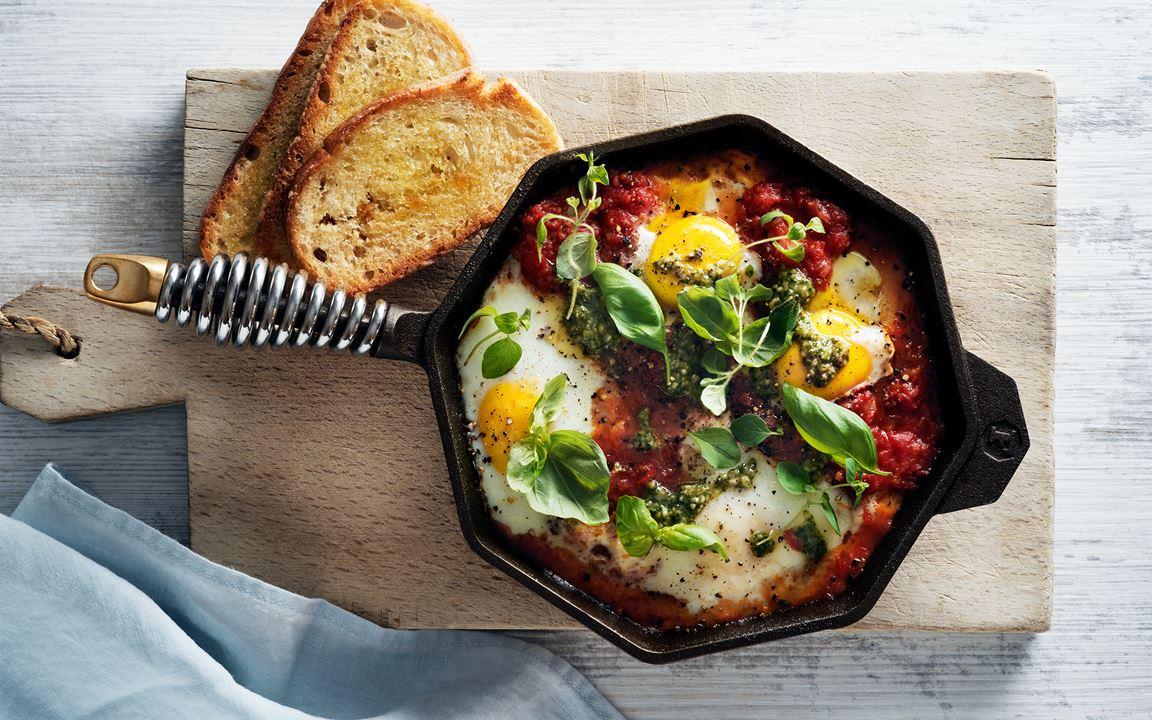 Tomatgryta med ägg  och prästo