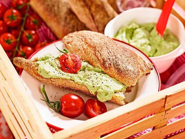 Spread med avokado och ädelost