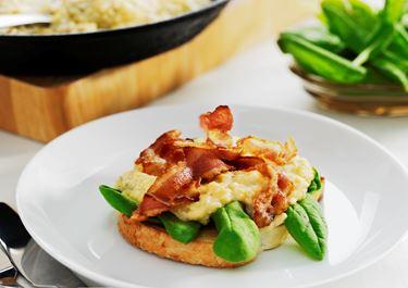 Äggröra med bacon och ost