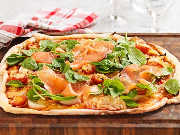 Pizza med spenat och lax