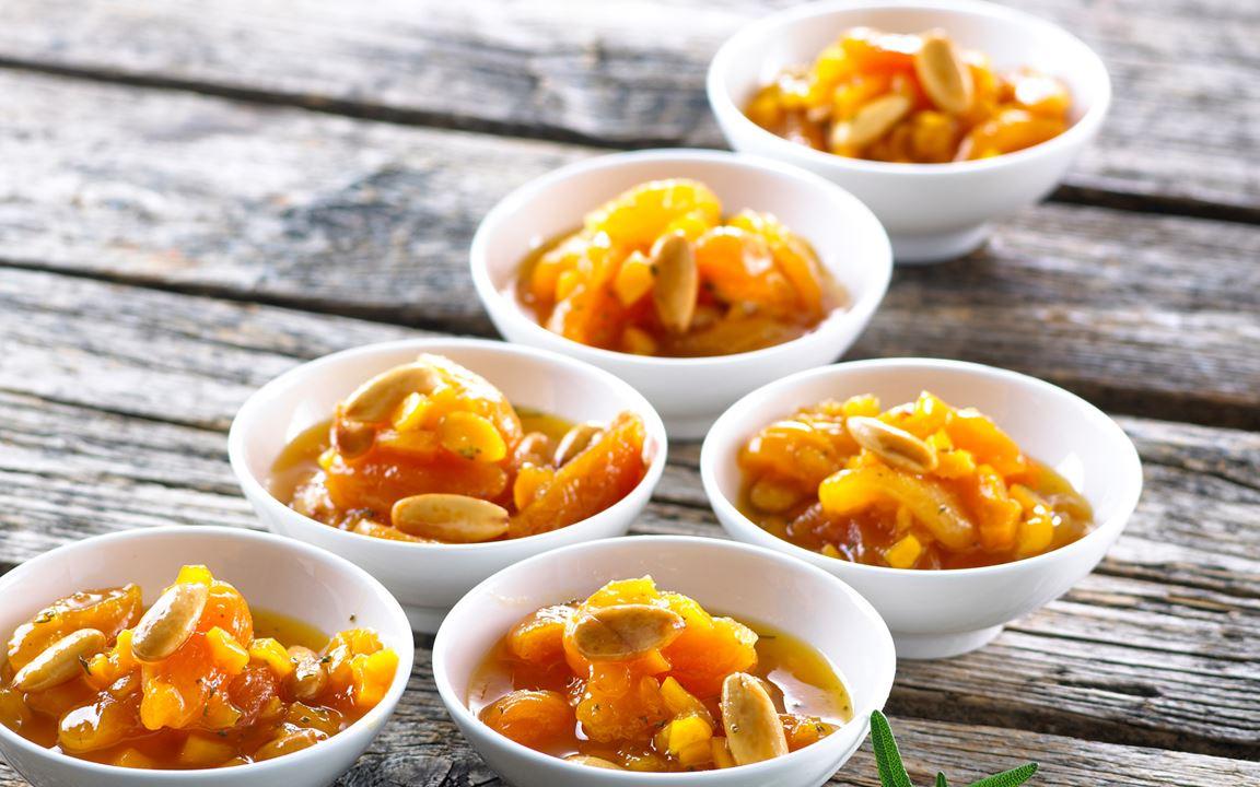 Apelsin- och aprikoskompott med ädelost