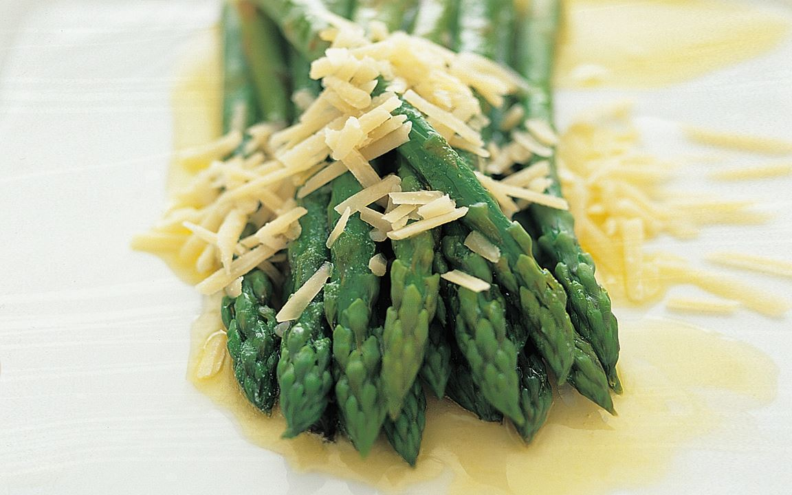Sparris med smör och parmesanost